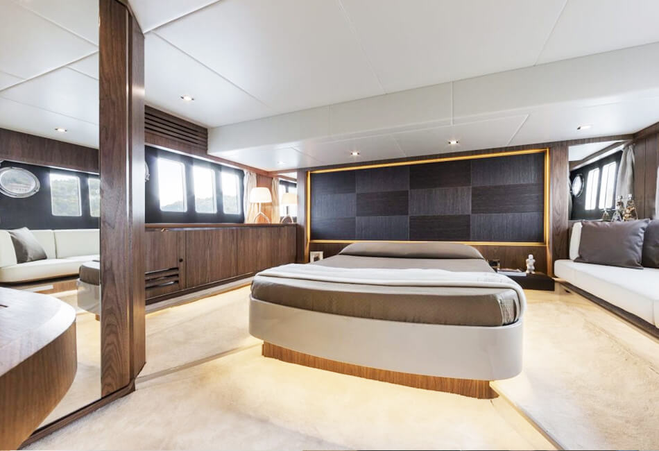 52 ft Absolute Fly Luxury Yacht